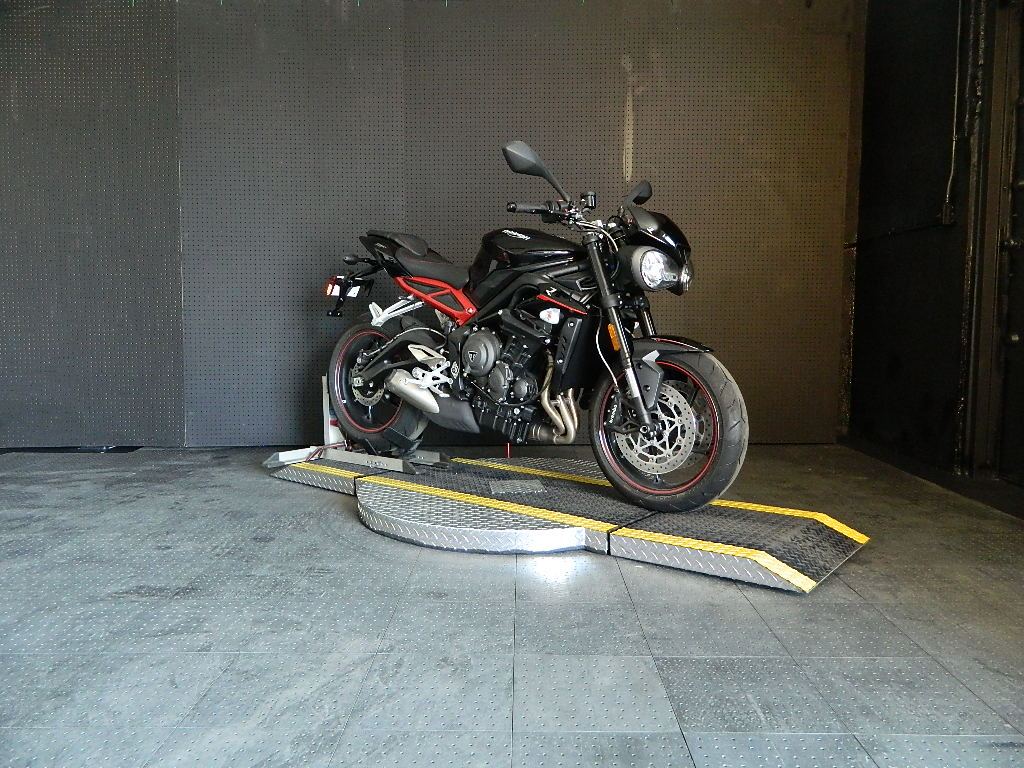 New 2018 TRIUMPH STREET TRIPLE R