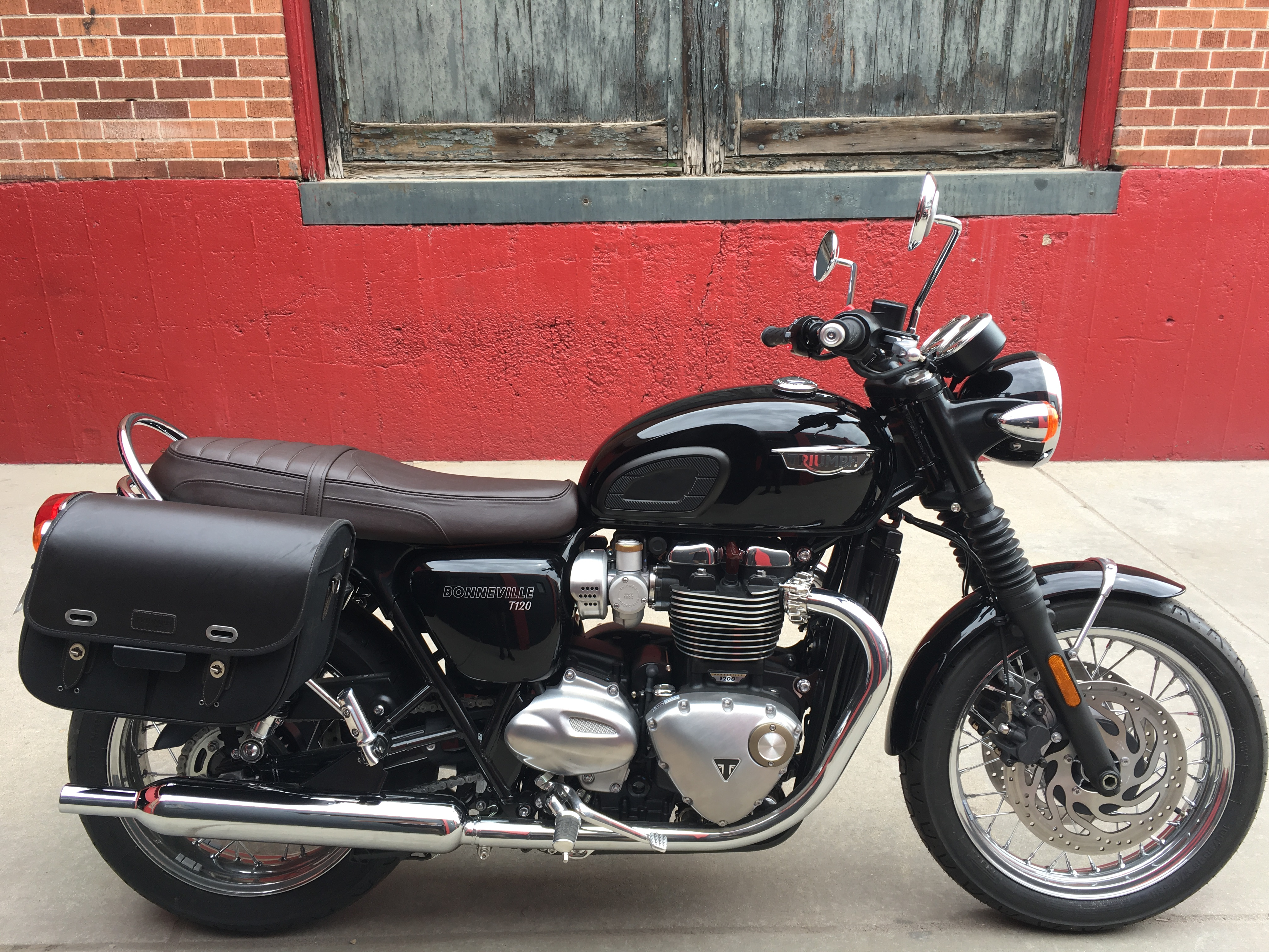 New 2019 TRIUMPH BONNEVILLE T120 DEMO