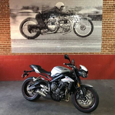 New 2018 TRIUMPH STREET TRIPLE R - LOW/BLACK